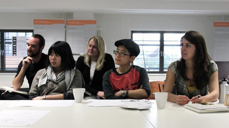 Studenten beim Master-Interview - Design und Medien HsHannover